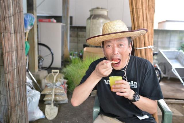 麦わら帽子にかき氷。似合いすぎの講師竹内さん。